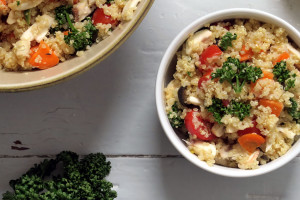 Ein bunter Quinoasalt ist eine super Beilage, geht aber auch als Hauptmahlzeit durch.
