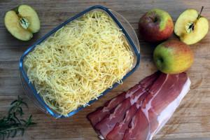Saftig, würzig, lecker - der Apfel-Chicoree-Auflauf ist ein leckeres Wintergericht.