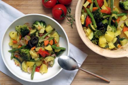 Gemüseschmortopf mit Gemüse der Saison