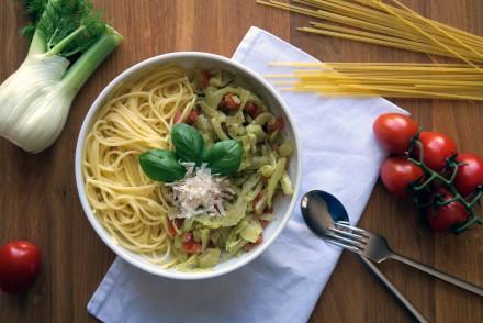 Spaghetti mit Fenchel-Tomate-Basilikum - besser geht es mittags kaum