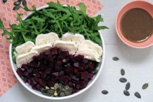 Balaststoffe, Proteine und Vitamine - der Rote Bete Rucola Salat versorgt euch mit dem Besten!