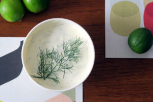Na, Lust auf eine Alternative zum klassischen Kräuterquark? Wie wäre es mit dem Limette-Dill-Dip? Give it a try!