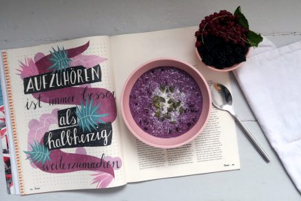 Glutenfreies und veganes Heidelbeer-Porridge