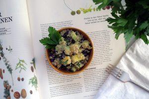 Quinoa-Bohnen-Salat mit Mango und Avocado