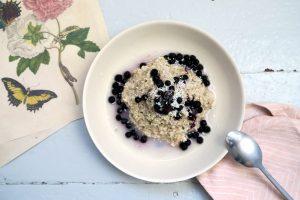 Na, wer hat Lust auf dieses glutenfreie und vegane Kokos-Hafer-Porridge? Ich fand es mega lecker und freue mich auf die gesunde Energie für die nächsten Stunden.